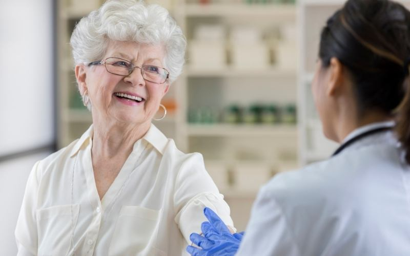 Pharmacist provides a vaccination